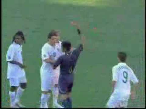 semua jgn slah paham...game dalam video ni bukan dari liga malaysia... tapi time ni referee dari malaysia iaitu Subkidin Mohd salleh menjadi pengadil perlawa...