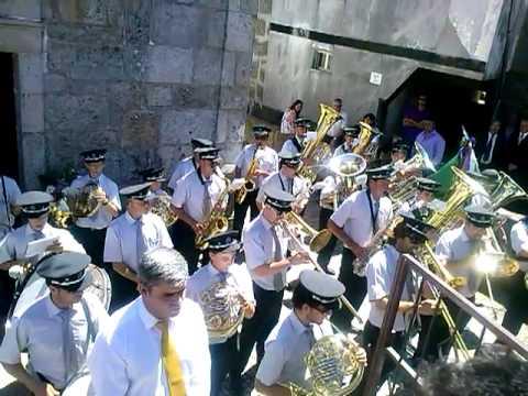 BANDA MARCIAL DE NESPEREIRA NO ADRO DA IGREJA DA GRALHEIRA 2013