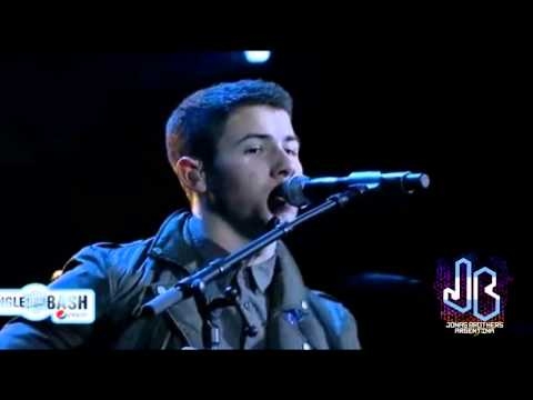 Pom Poms - Joe & Nick Jonas  Jingle Bash (14.12.13) video