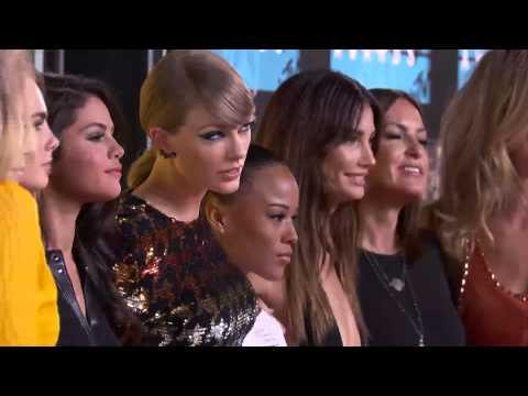 Taylor Swift 2015 VMA Red Carpet thumbnail