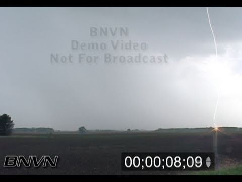 5/19/2007 Lightning video with close strikes and cloud to cloud lightning bolts