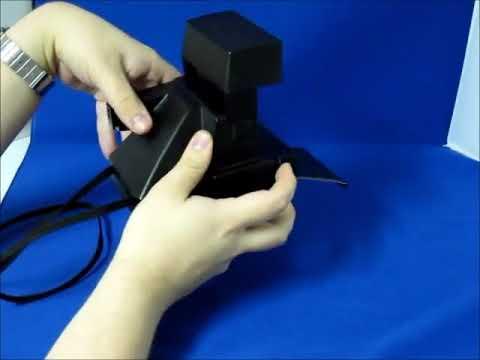 Foto mit Blitz aufnehmen Polaroid 600 Kamera