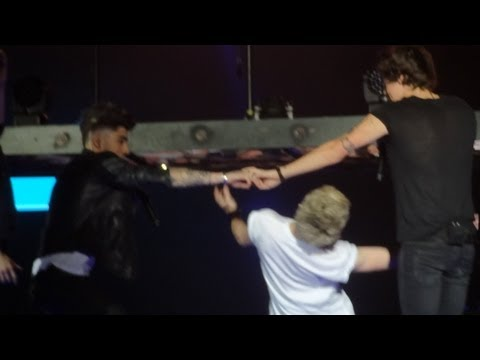 One Direction - Twitter Questions @ Take Me Home Tour, Sportpaleis, Antwerp - FULL HD