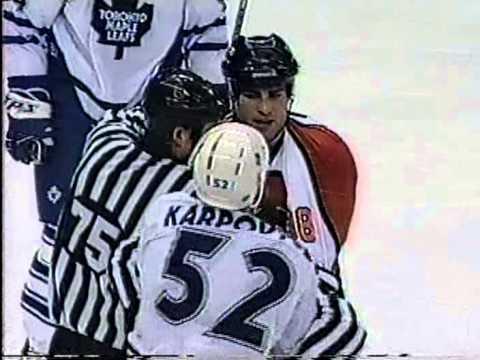 Eric Lindros vs Alexander Karpovtsev