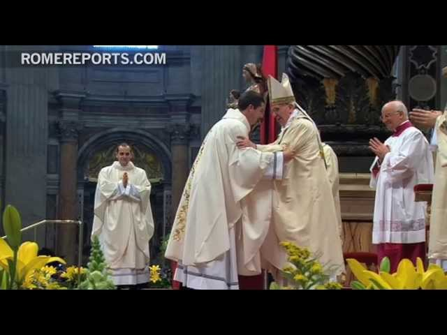 Pope ordains priests, calls them to be 'pastors not functionaries'