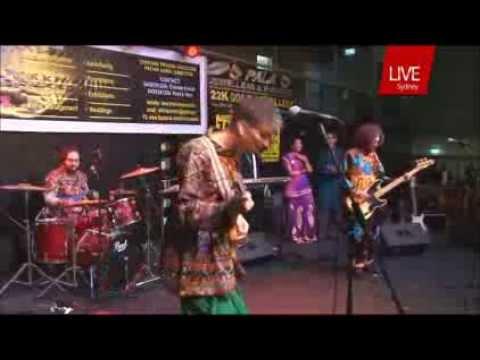 Gujarati Garba by Australian Singer ( Pankhida re udi ne jajo...