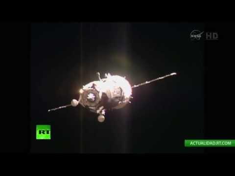 Acoplamiento de la nave espacial rusa Soyuz TMA-15M a la EEI