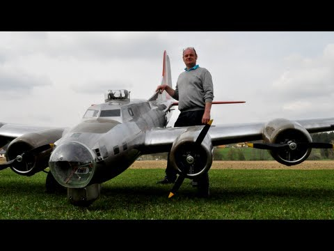 19 ft. B-17 Flying Fortress (Aluminum Overcast)