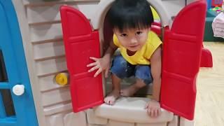 Bé Đi Nhà Bóng, Tin Đi Nhà Banh Chơi Cầu Trượt, Nhảy Bạt Nhún - Kids Toy Media