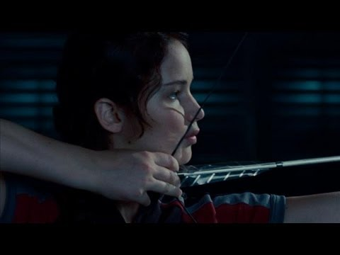 'Hunger Games' Movie - Teaching Jennifer Lawrence Archery