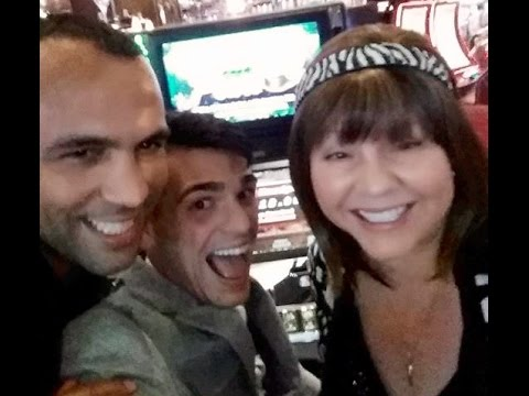 HANDPAY!  HIGH LIMIT SLOT MACHINE GROUP PULL WITH FRIENDS!