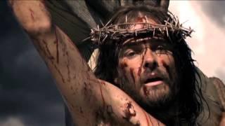 video A te, Maria, rivolgo lo sguardo, a te, Madre mia, affido il mio pianto. In te io spero sempre sai, Non mi lasciare mai Grazia piena, madre pura. Tu Maria, tu...