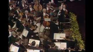 Luciano Pavarotti Video - Luciano Pavarotti & Amira Willighagen singing live Nessun Dorma