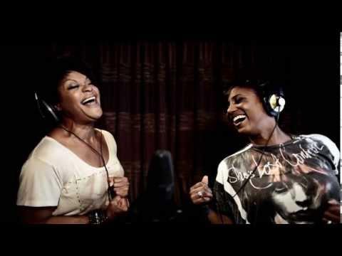 Edsilia Rombley & Ruth Jacott - Uit Het Oog Niet Uit Mijn Hart (Officiële Video)