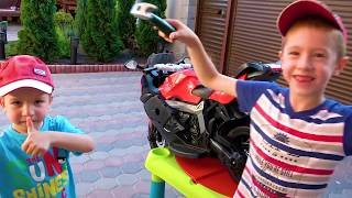 Funny Kids Unboxing and Riding Sport Bike BMW Electric Toy / Children's Power Wheels