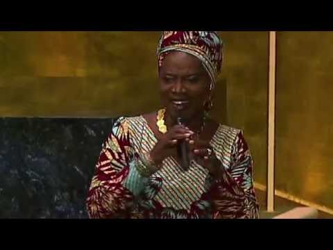 Angelique Kidjo (UNICEF Goodwill Ambassador) performing 'Africa'