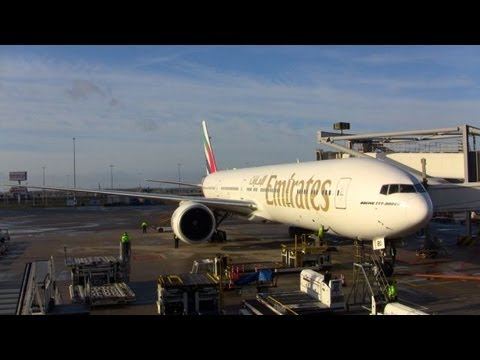Emirates B777-300 takeoff from Amsterdam طيران الإمارات A6-EBU