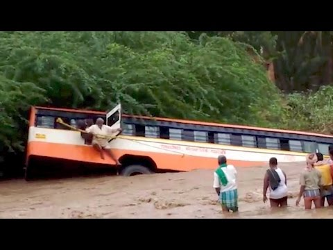 Bus accident, passenger bus in flood water, bus accident in floods passenger escape video, perundhu aditthu sellum katchi, news videos in tamil,
