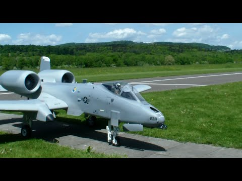 26.Oldtimermeeting 2015 New Flight Video Giant Warthog A-10 Twin-Turbine Scale Model Jet
