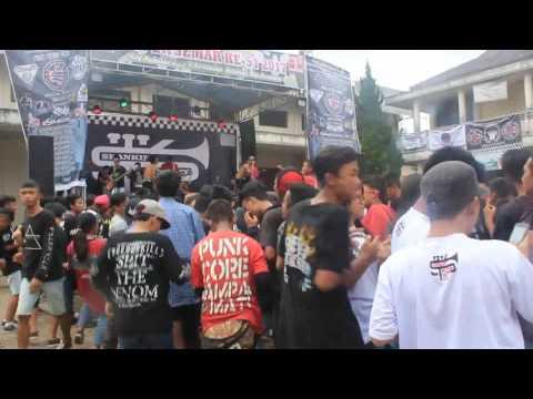 TARZAN EX manuk vs pamajikan live at gedung kopti anniversary scimmiami sumedang