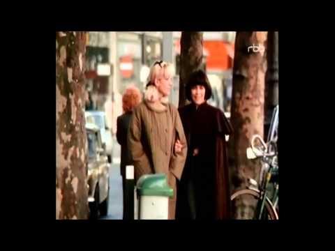 Mireille Mathieu - Ganz Paris Ist Ein Theater