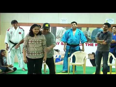 Akshay Kumar And Aditya Thackeray Share Self Defence Tips To Girls At A Taekwondo Institute