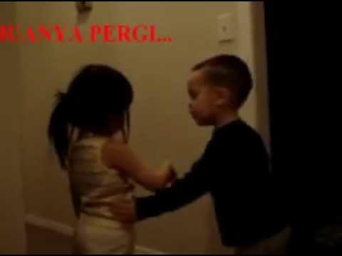 Video Lucu Bayi lagi putus cinta