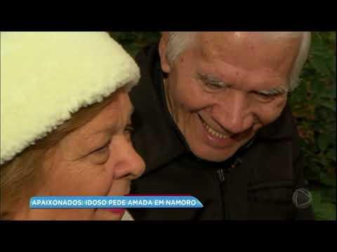 Após conhecer a amada em pensionato, idoso faz pedido de namoro