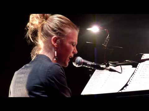 Trixie Whitley - I can't stand the rain / Pieces @ Gent Jazz 2010