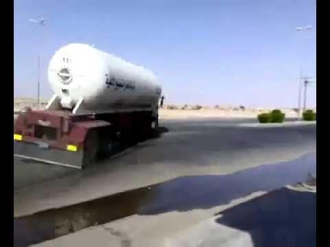 image vid�o استهتار سائقي شاحنات الغاز بالسعودية