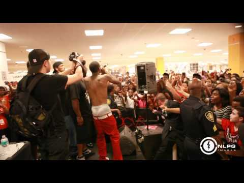 Soulja Boy at Macy's (Crank That Performance).mp4