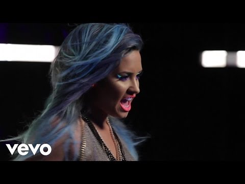 Demi Lovato - Neon Lights (Behind the Scenes)