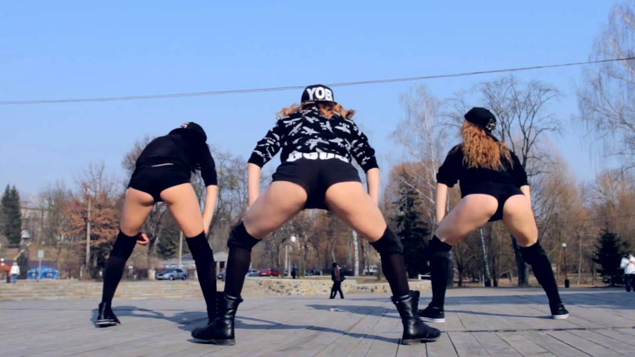 Танцующие в трусах 7 фотография