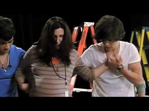 One Direction Prank on Nickelodeon (HD)