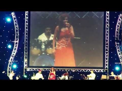 Shreya Ghoshal Concert in Dubai 03Nov2011--Song Munbe vaa