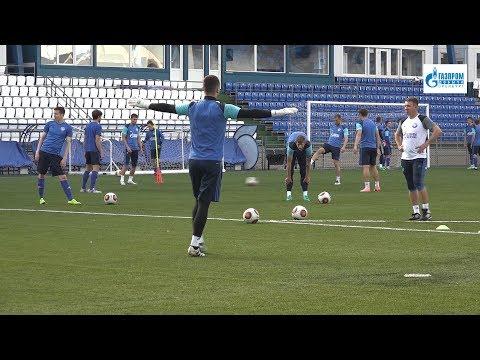 Тренировка ФК Оренбург на стадионе Газовик