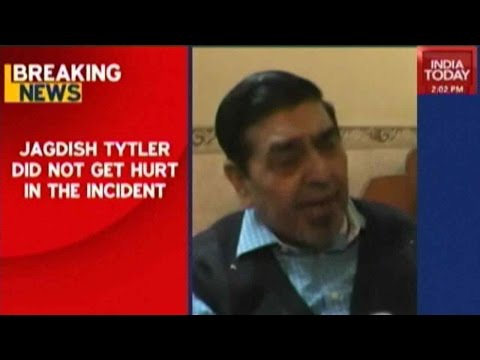 Congress Leader Jagdish Tytler Confronted, Abused By Sikh Youth