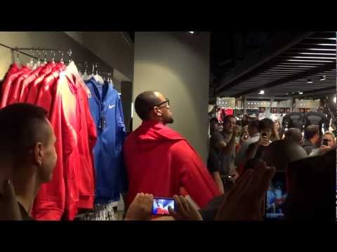 LeBron James shopping in NikeTown, London! 01-08-12 (HD)