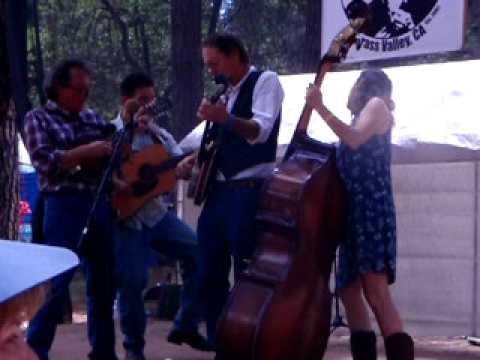 Bean Creek bluegrass band plays