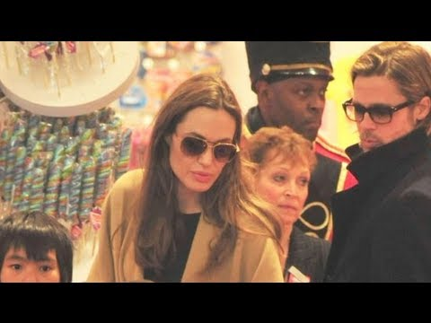 Angelina Jolie and Brad Pitt Go Christmas Shopping With the Kids!