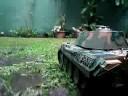 RC Heng long Tank,  Panzer reise im garten unter regen. Ausführliche Position des Ketten Arbeitens.