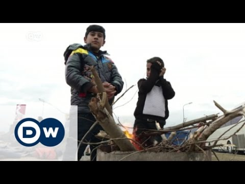 Thousands stranded at Greece-Macedonia border | DW News