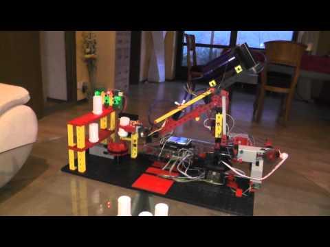 Fischertechnik Industrieroboter mit OV7670 Kamera räumt Tonnen auf
