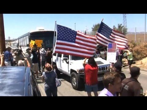 """Worst of the American Spirit"": Advocates Decry Anti-Immigrant Protests, Urge Asylum for Children"