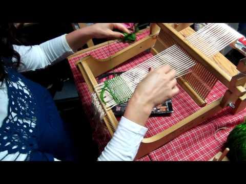 Primera clase de tejido en telar