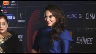 Indian Actress Super H0T Bare Back Videos - Part 2