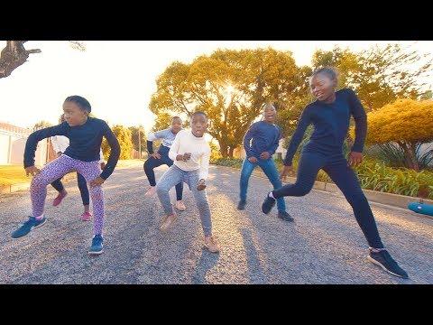 Dladla Mshunqisi ft. Distruction Boyz - Pakisha Bhenga Dance (with SuperStar Kids)