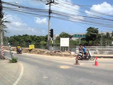 Bangkok Floods 2011 – A drive past Klong Prapa (27/10/11)