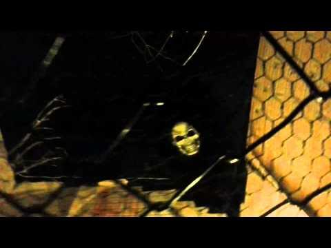 Jongen bezoekt spookhuis in Sybrandys Speelpark