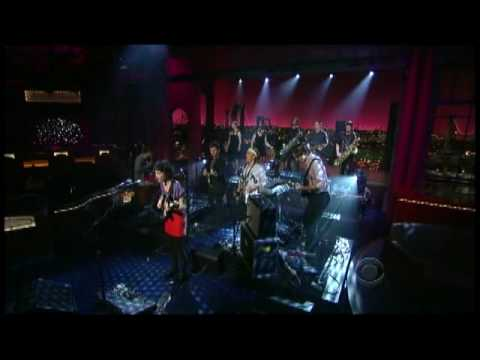 St. Vincent - &quot;Marrow&quot; on Letterman (TheAudioPerv.com)